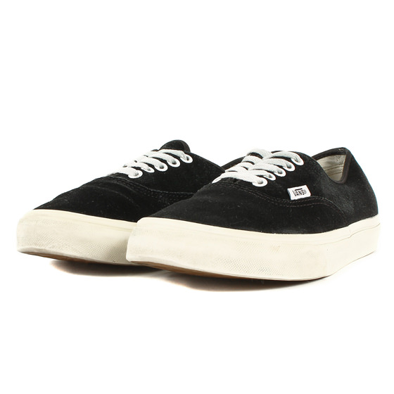 AUTHENTIC SUEDE (VN-0YS7EMI)